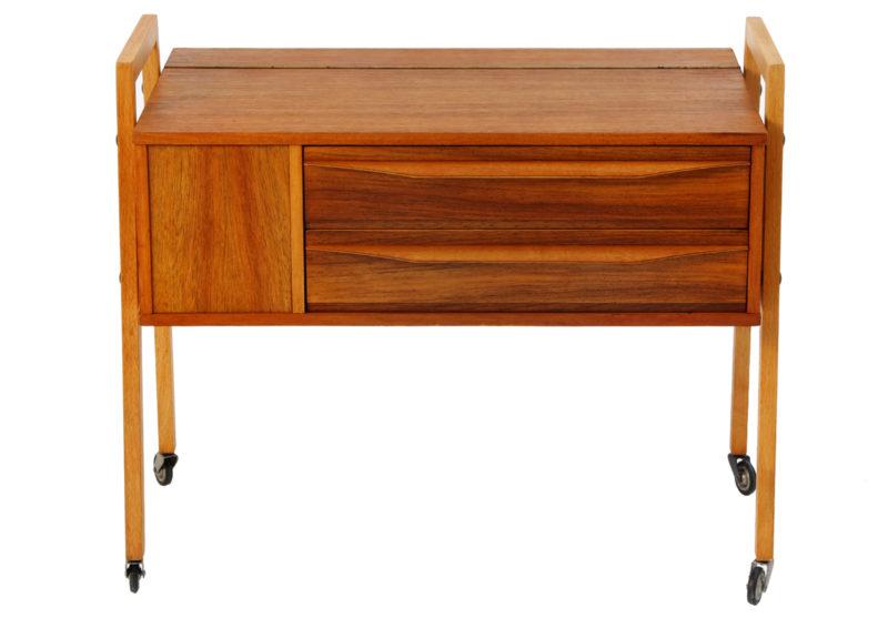 Wheelie sewing table